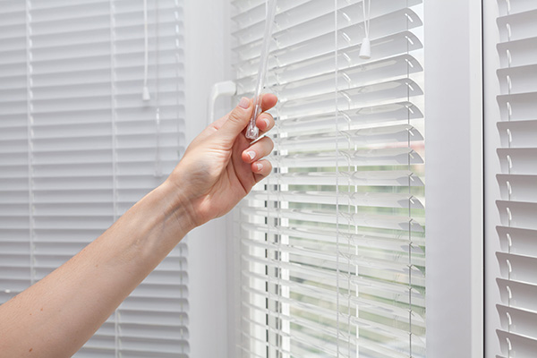 close blinds cut air conditioning bill